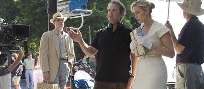 Sam Mendes und Kate Winslet am Set