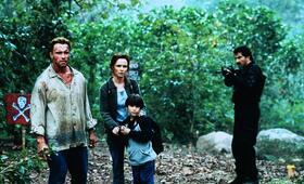 Collateral Damage mit Arnold Schwarzenegger, Tyler Posey und Francesca Neri - Bild 159