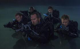 Renegades - Mission of Honor  mit Sullivan Stapleton - Bild 15