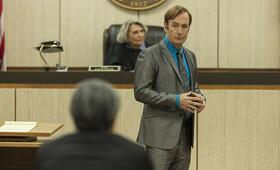 Better Call Saul - Staffel 5, Better Call Saul mit Bob Odenkirk und Frances Lee McCain - Bild 1