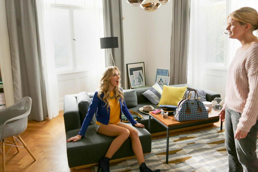 was kostet die liebe ein gro stadtm rchen bild 14 von 16. Black Bedroom Furniture Sets. Home Design Ideas