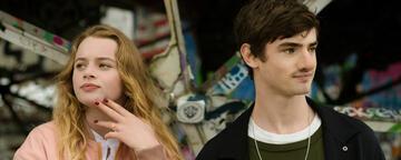 Luna Wedler und Aaron Hilmer in Das schönste Mädchen der Welt