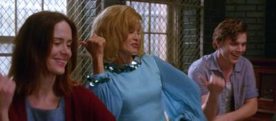 Ein bisschen Spaß muss sein: Lana, Jude und Kit schwingen das Tanzbein