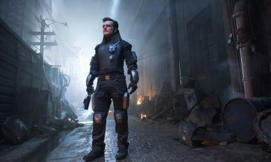 Future Man, Future Man - Staffel 1 mit Josh Hutcherson - Bild 9