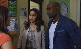 Rosewood Staffel 2 mit Morris Chestnut und Jaina Lee Ortiz - Bild 21