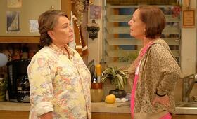 Roseanne Revival, Roseanne Revival - Staffel 1 mit Laurie Metcalf und Roseanne Barr - Bild 7