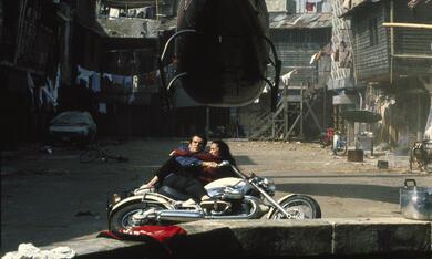 James Bond 007 - Der Morgen stirbt nie mit Pierce Brosnan und Michelle Yeoh - Bild 5