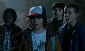 Stranger Things, Staffel 1 mit Millie Bobby Brown, Gaten Matarazzo, Caleb McLaughlin und Finn Wolfhard - Bild 30