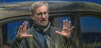 Bild zu:  Steven Spielberg am Set von BFG