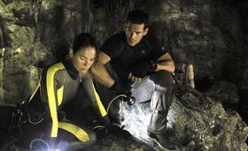 The Cave mit Lena Headey und Eddie Cibrian - Bild 10
