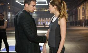 Die Bestimmung - Divergent mit Shailene Woodley und Theo James - Bild 1