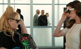 Glam Girls - Hinreißend verdorben mit Anne Hathaway und Rebel Wilson - Bild 25
