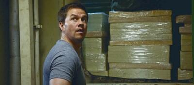 In Contraband hat Mark Wahlberg eine Menge Falschgeld zu schmuggeln.