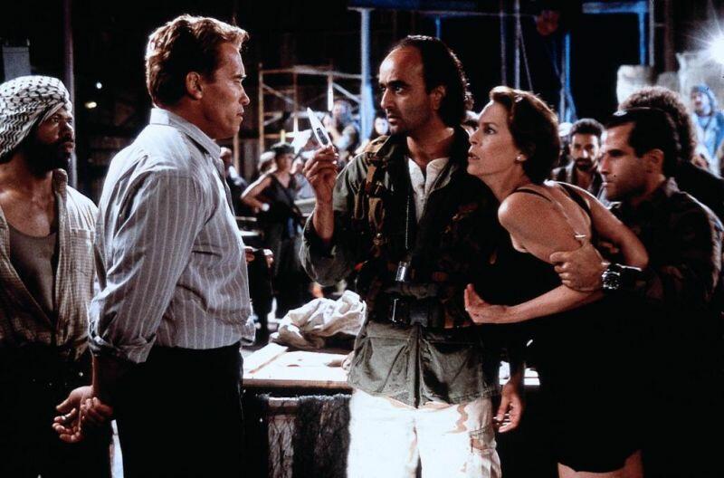True Lies - Wahre Lügen mit Arnold Schwarzenegger, Jamie Lee Curtis und Art Malik