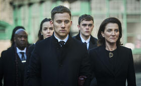Gangs of London, Gangs of London - Staffel 1 mit Michelle Fairley und Joe Cole - Bild 1