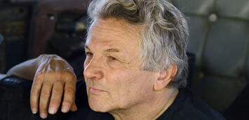 Bild zu:  George Miller am Set zu Mad Max: Fury Road