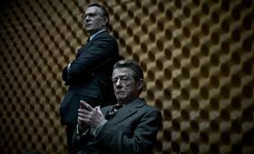 George Smiley (Gary Oldman) und Control, der Chef des Circus (John Hurt) - Bild 18