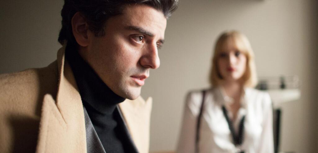 Abel und Anna Morales holen ihren Mitarbeiter Julian aus dem Krankenhaus ab.