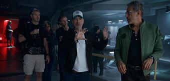 Roland Emmerich mit Jeff Goldblum am Independence Day 2-Set