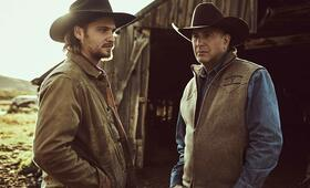 Yellowstone - Staffel 2, Yellowstone mit Kevin Costner und Luke Grimes - Bild 6