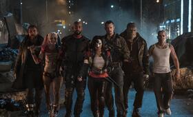 Suicide Squad mit Will Smith, Margot Robbie, Joel Kinnaman, Adewale Akinnuoye-Agbaje, Jai Courtney, Jay Hernandez und Karen Fukuhara - Bild 117