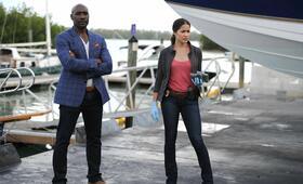Rosewood Staffel 1 mit Morris Chestnut und Jaina Lee Ortiz - Bild 50