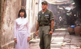 Good Morning, Vietnam mit Robin Williams und Chintara Sukapatana - Bild 7