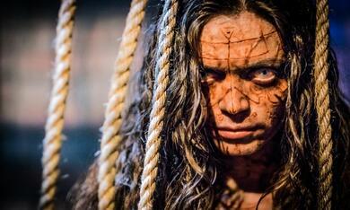 Demon Girl - Das Böse lebt in ihr mit Carlyn Burchell - Bild 7