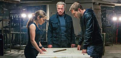 Arnold Schwarzenegger, Emilia Clarke und Jai Courtney in Terminator 5