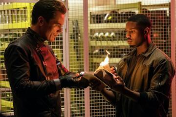 Leider kein Lehrer für Zaubertricks: Michael Shannon mit Michael B. Jordan in Fahrenheit 451