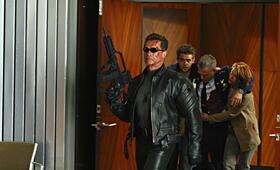 Terminator 3 - Rebellion der Maschinen mit Arnold Schwarzenegger, Claire Danes, Nick Stahl und David Andrews - Bild 1