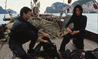 James Bond 007 - Der Morgen stirbt nie mit Pierce Brosnan und Michelle Yeoh - Bild 6