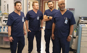 Grey's Anatomy - Staffel 15, Grey's Anatomy - Staffel 15 Episode 13 mit Kevin McKidd, Jesse Williams, Justin Chambers und James Pickens Jr. - Bild 18