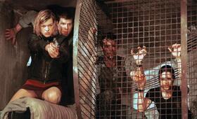 Resident Evil mit Milla Jovovich, Michelle Rodriguez, James Purefoy und Eric Mabius - Bild 7
