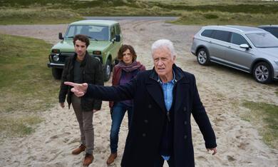 Nord Nord Mord: Clüver und der König von Sylt mit Oliver Wnuk, Robert Atzorn und Julia Brendler - Bild 11