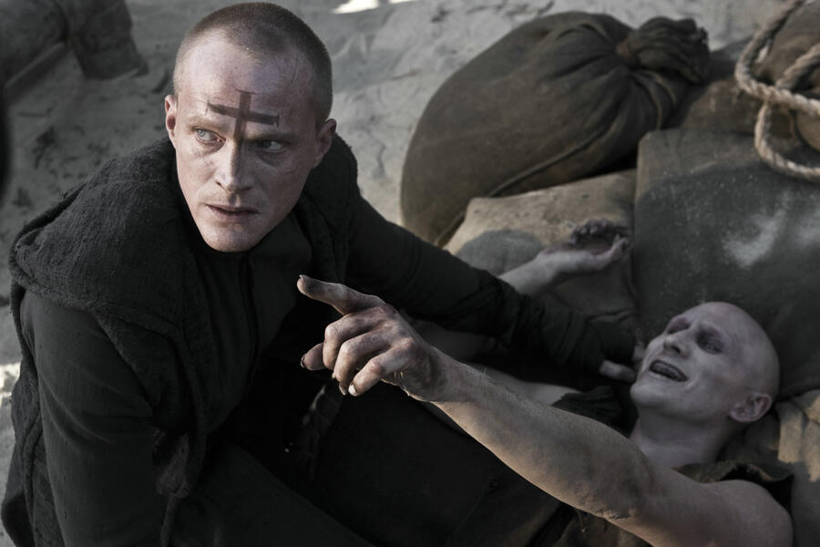 Priest mit Paul Bettany