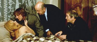 Den Mörder trifft man am Buffet... und auch am Bett?