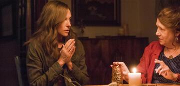 Toni Collette und Ann Dowd in Hereditary - Das Vermächtnis