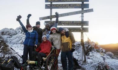 Kilimandscharo - Reise ins Leben mit Kostja Ullmann, Anna Maria Mühe, Simon Schwarz, Ulrich Brandhoff und Caroline Hartig - Bild 12