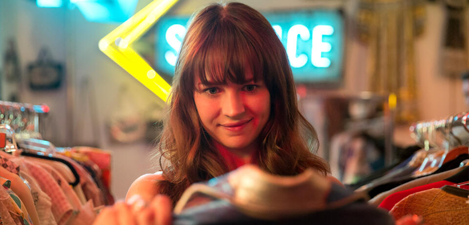 Britt Robertson in Girlboss