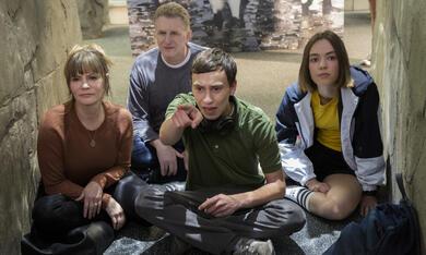 Atypical - Staffel 2 mit Jennifer Jason Leigh, Michael Rapaport, Keir Gilchrist und Brigette Lundy-Paine - Bild 1