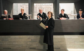 Terror - Ihr Urteil mit Martina Gedeck und Burghart Klaußner - Bild 11