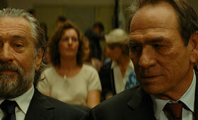 Malavita - The Family mit Robert De Niro und Tommy Lee Jones - Bild 148