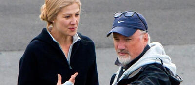 Rosamund Pike & David Fincher am Set von Gone Girl