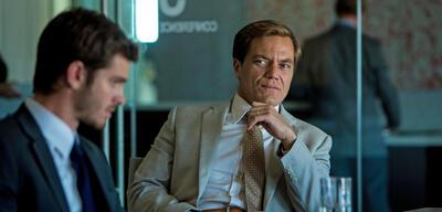 Michael Shannon als Geschäftsmann in99 Homes: Stadt ohne Gewissen
