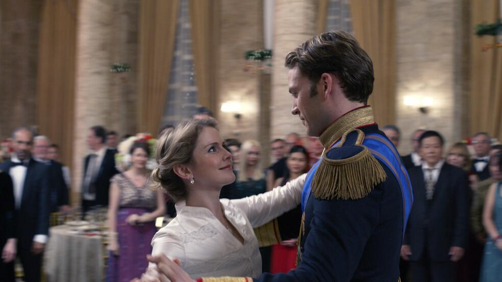 A Christmas Prince: The Royal Wedding mit Rose McIver und Ben Lamb