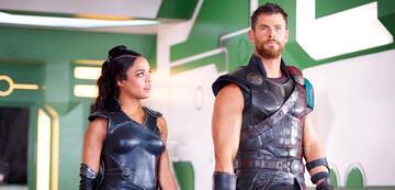 Tessa Thompson und Chris Hemsworth in Thor 3: Tag der Entscheidung