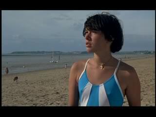 Pauline am Strand - Bild 4 von 5