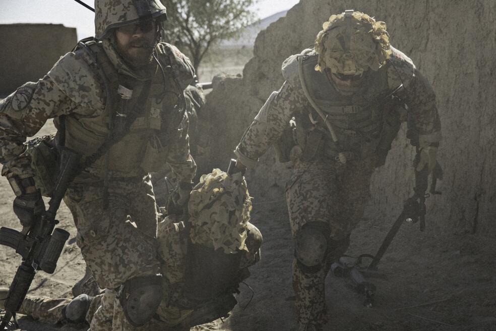 A War - Bild 2 von 16