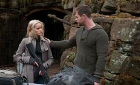 Red Dawn mit Chris Hemsworth und Isabel Lucas - Bild 3